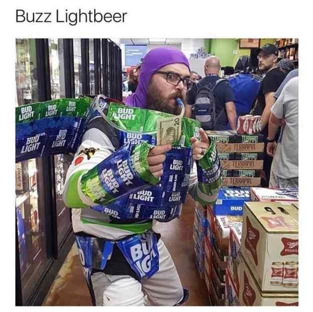 memes graciosos 03 - Aquí tienes una pedazo de idea para disfrazarte este Halloween. De Buzz Lightbeer.