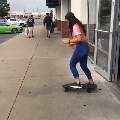 Vídeo graciosos de un tortazo haciendo skate