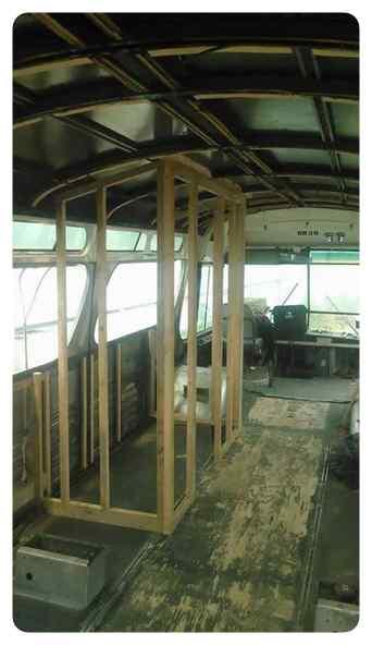 Convierte un viejo autobús de un desguace en una casa de lujo. 3