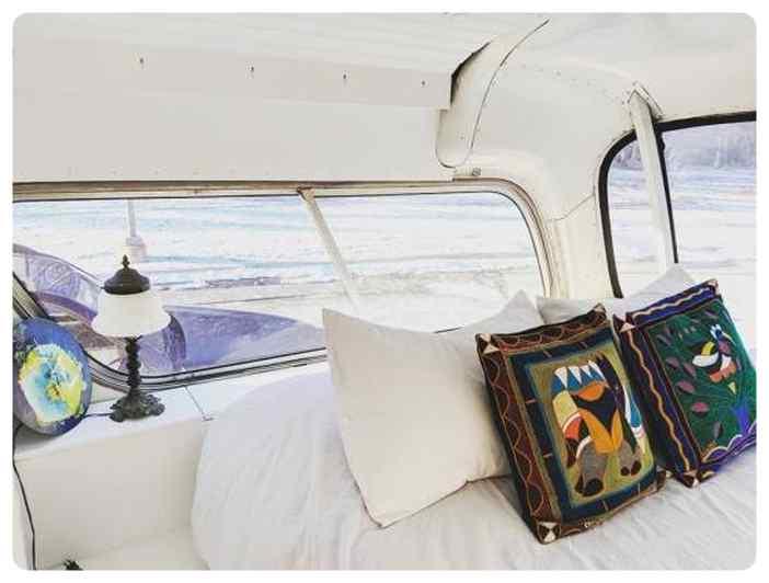 Convierte un viejo autobús de un desguace en una casa de lujo. 7