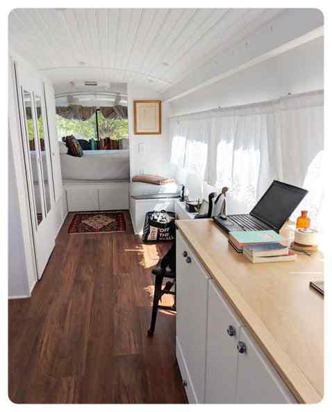 Convierte un viejo autobús de un desguace en una casa de lujo. 8