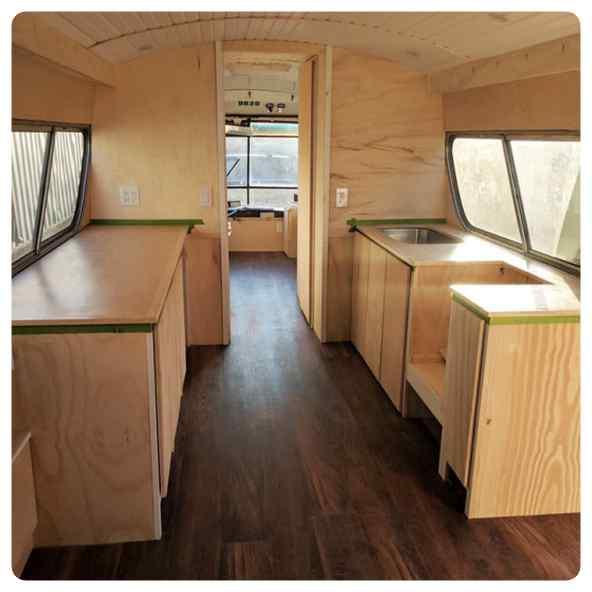 Convierte un viejo autobús de un desguace en una casa de lujo. 5