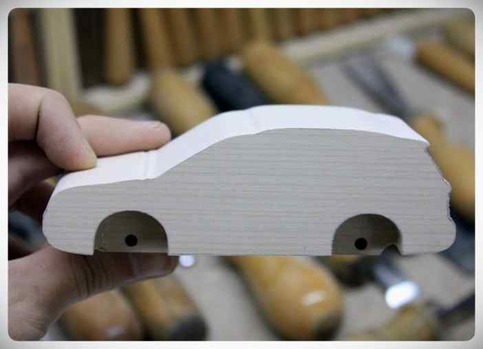 Fabricar un coche con un trozo de madera. 10