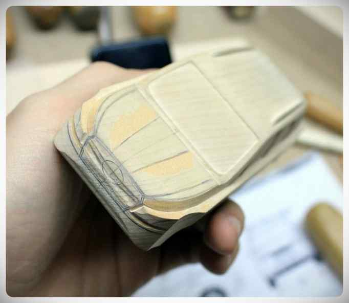 Fabricar un coche con un trozo de madera. 6