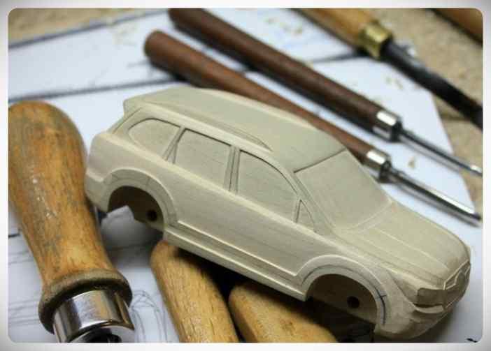 Fabricar un coche con un trozo de madera. 8