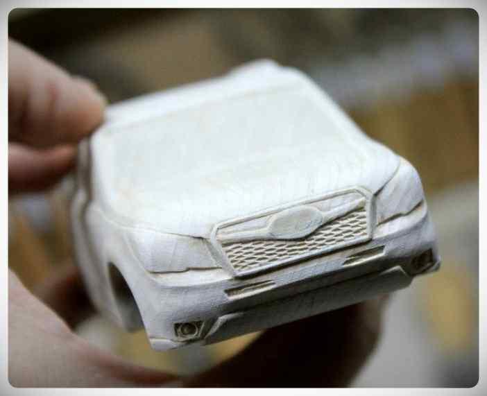 Fabricar un coche con un trozo de madera. 1