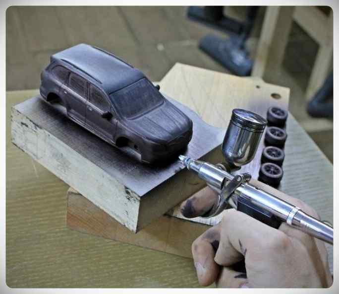 Fabricar un coche con un trozo de madera. 4