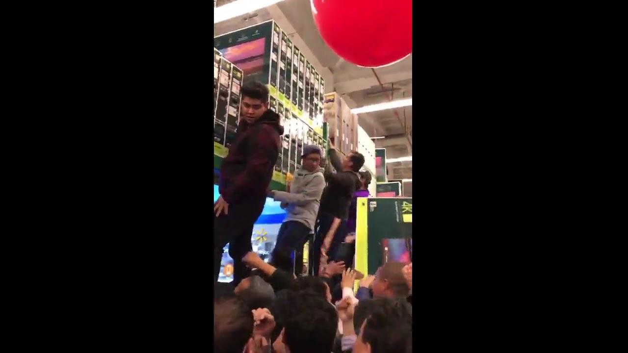 Error en el precio de unos televisores desata el caos en un Wal Mart de Mexico. 2