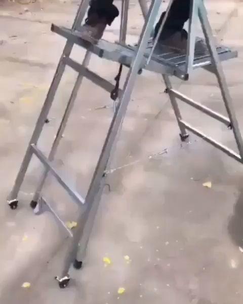 Una escalera que puedes mover sin bajarte de ella