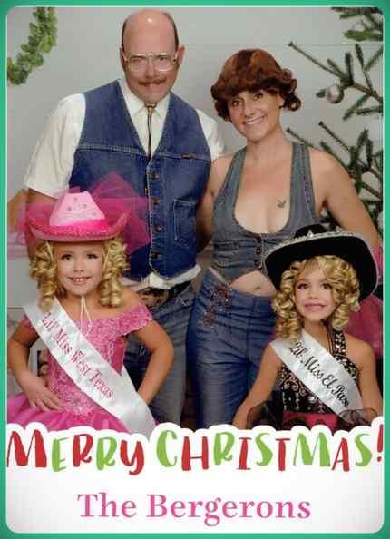 Esta familia lleva años enviando Felicitaciones de Navidad muy frikis a sus amigos y familiares. 17