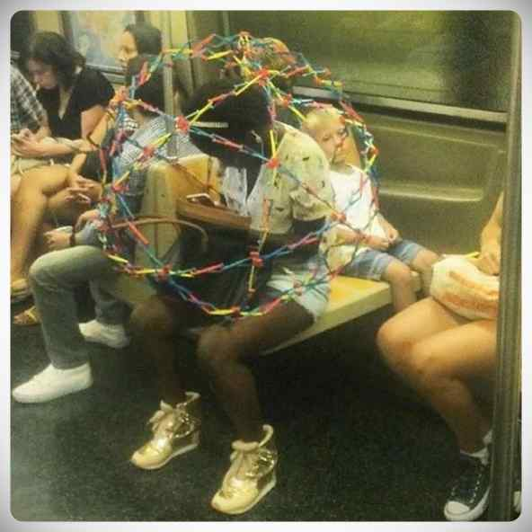 La cantidad de gente rara que viaja en el metro. 1