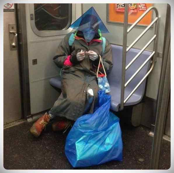imagenes divertidas metro 09 - La cantidad de gente rara que viaja en el metro.