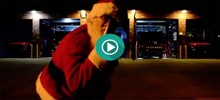 Espectáculo de luces y sonido de Navidad con los camiones de los bomberos.