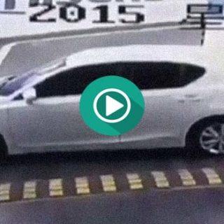 Descubre como este conductor ha atascado el coche de esa manera…