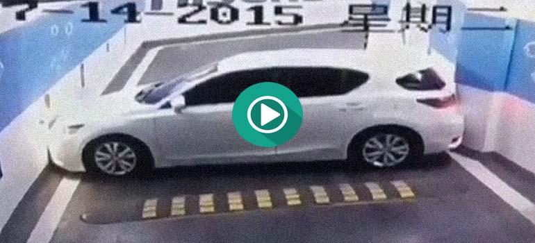 Descubre como este conductor ha atascado el coche de esa manera... 1