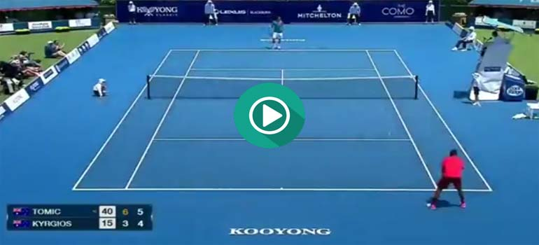 Impresionante manera de ganar el punto en un partido de tenis. 2