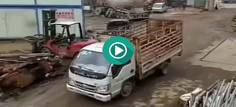 Ponerte chulo con el conductor de una excavadora... error. 5