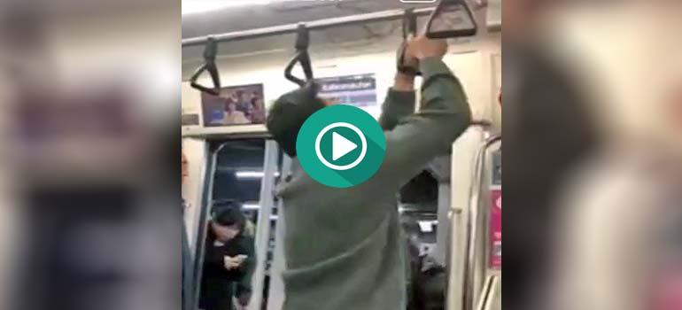 Se salta su parada de metro al tener la mano atrapada. 2