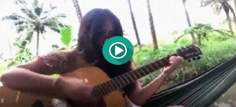 Cuando estas tocando la guitarra y se te rompe una cuerda. 1