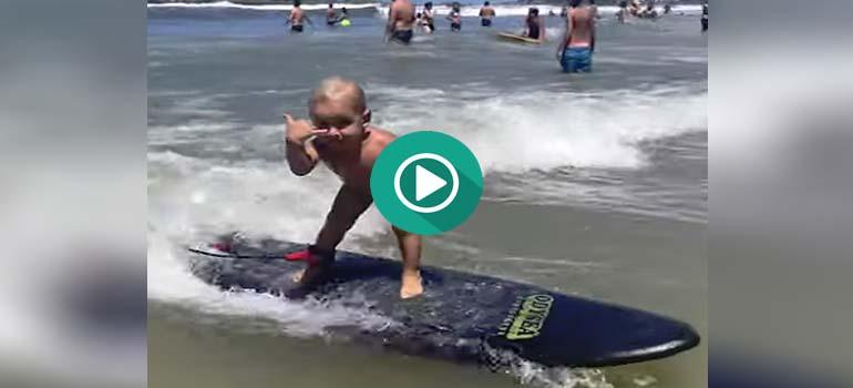 El surfero más joven esta en Brasil. 6