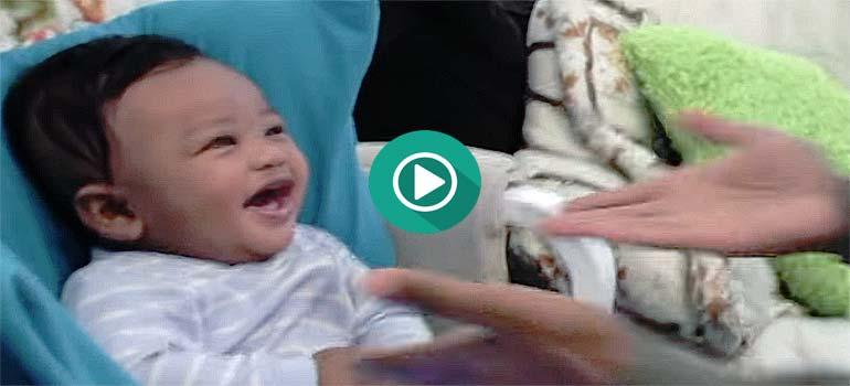 El padre rapea y su hijo de 5 meses no para de reír. 1