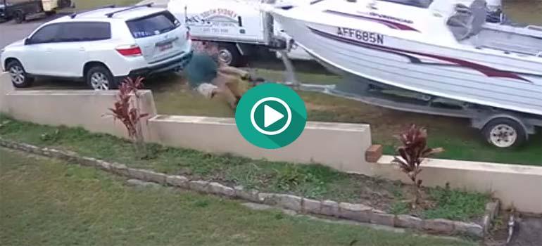 Este hombre casi pierde su barco. 1