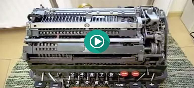 ¿Qué ocurre si dividimos un numero entre cero usando una calculadora mecánica? 4