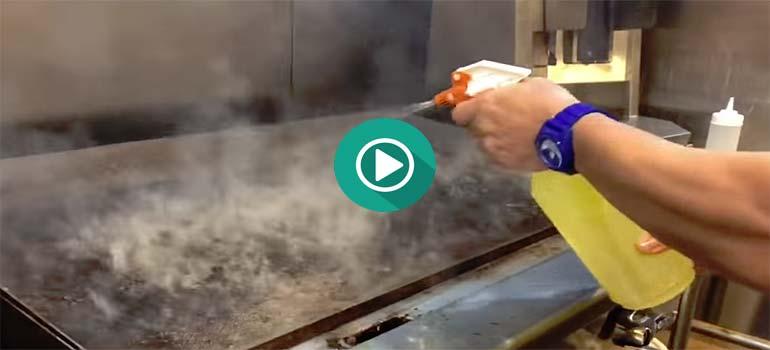 Cómo limpiar la plancha de cocina. 8