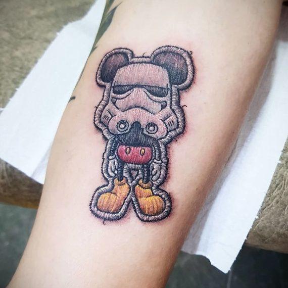 Espectaculares tatuajes que parece auténticos bordados. 1
