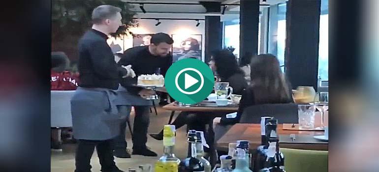 Dos clientas terminan con la paciencia de los camareros y esto es lo que ocurre. 4
