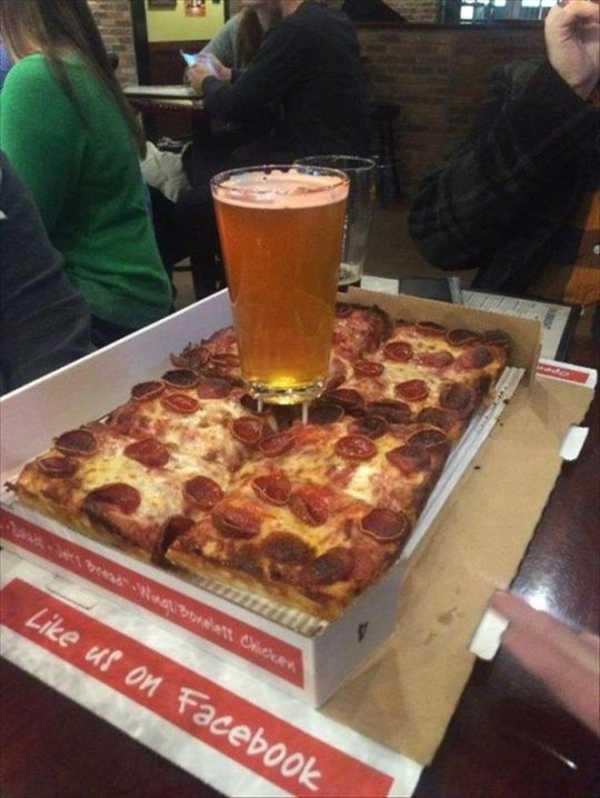 """He tardado 20 años en descubrir para que vale la """"mesita"""" que ponen en las pizzas. 1"""