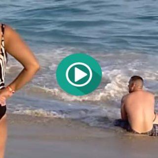 Intenta salir del mar pero es algo imposible.