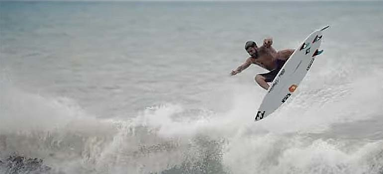 Espectacular video de Italo Ferreira haciendo Surf. 1