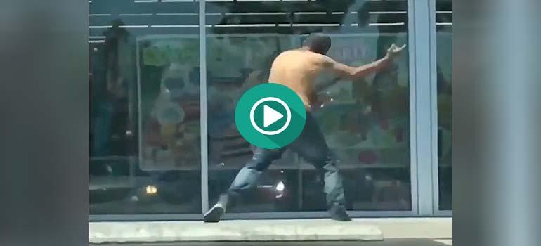 El luchador tóxico contra el hombre invisible. 4