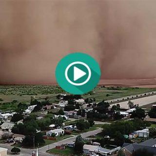 Un Drone graba una espectacular tormenta de arena.
