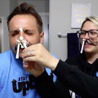 Dejar que tu mujer te depile los pelos de nariz no es buena idea.