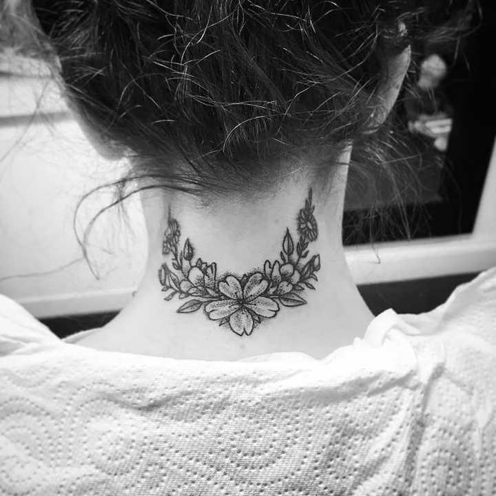 18 Ideas para tatuajes en el cuello. 4