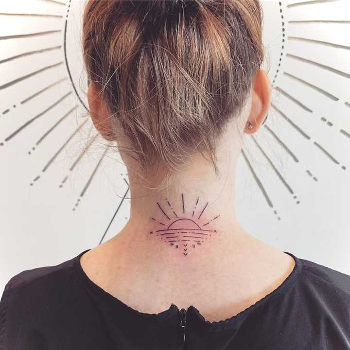 18 Ideas para tatuajes en el cuello. 6