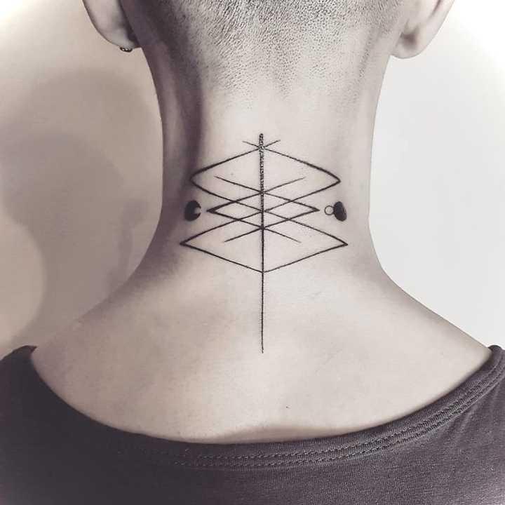 18 Ideas para tatuajes en el cuello. 8