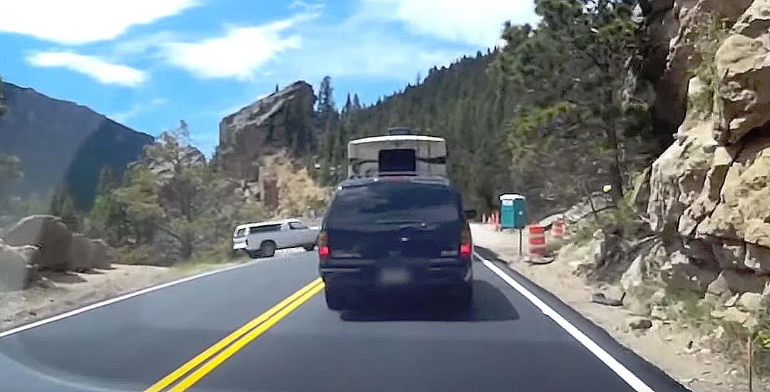 Para el coche para hacer pis, y se olvida de poner el freno. 4