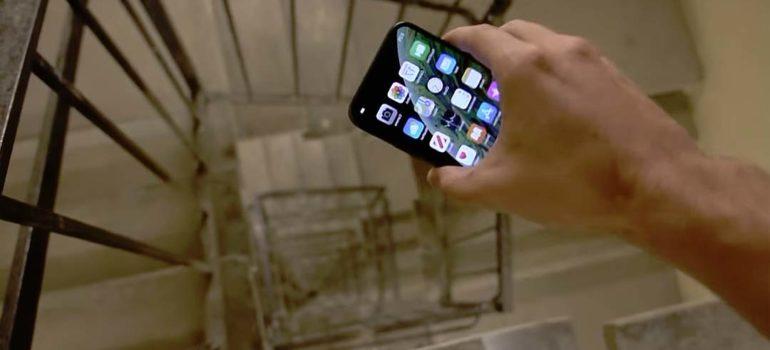 Tira desde un piso 30, un iPhone XS. ¿Aguantará la caída? 4
