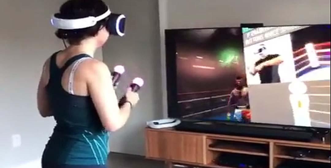 Esta chica se pone muy nerviosa jugando con la Realidad Virtual.