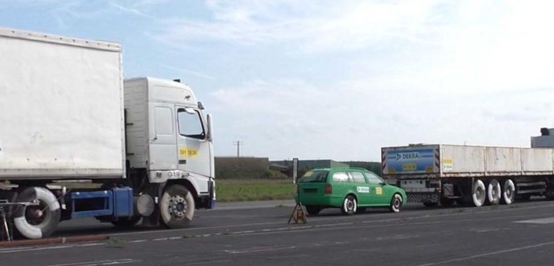 ¿Por qué no es buena idea quedarse detrás de un camión? 1