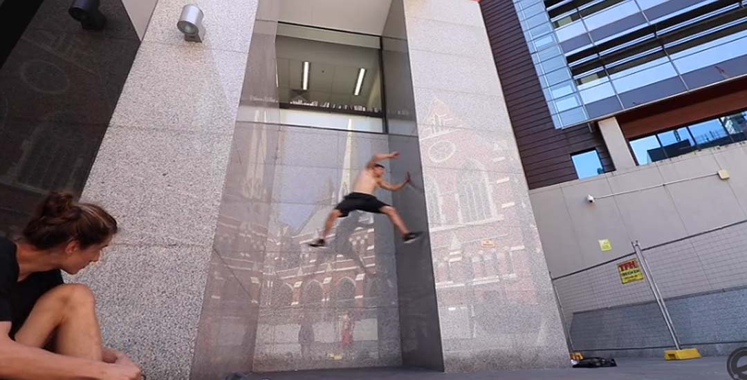 Parkour, sube por una pared completamente lisa. 1