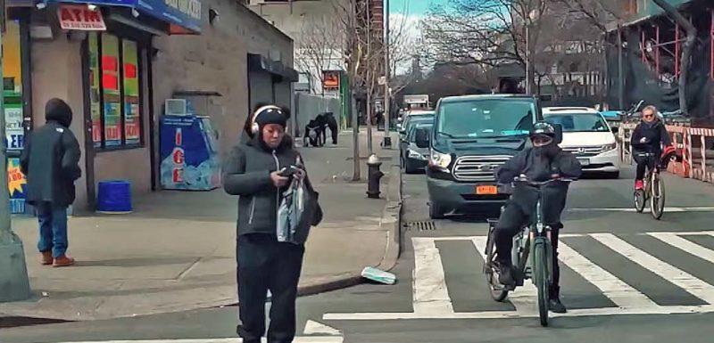El vídeo superlento del Samsung Galaxy S10, congela a la gente. 1