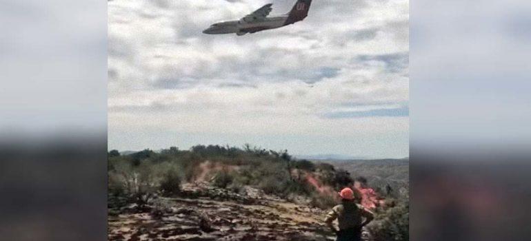 Piloto de avión anti incendios evita estrellarse por pocos metros. 2