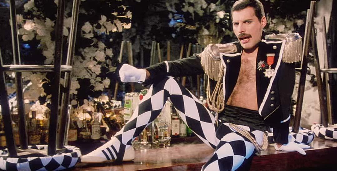 Living On My Own el vídeo censurado de Freddie Mercury en 4K 3
