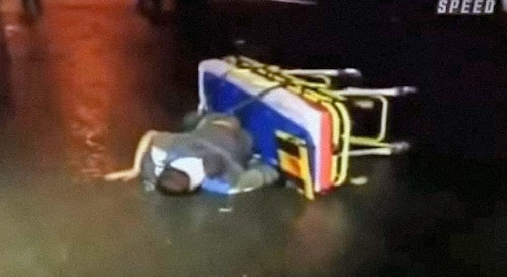 Ambulancia pierde al paciente en medio de la carretera 4