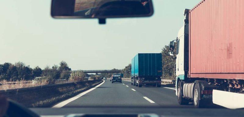 Así roban la carga de los camiones mientras circulan 1