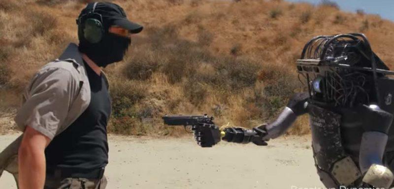 Nuevos robots capaces de coger y disparar armas dejan obsoletos a los soldados 1